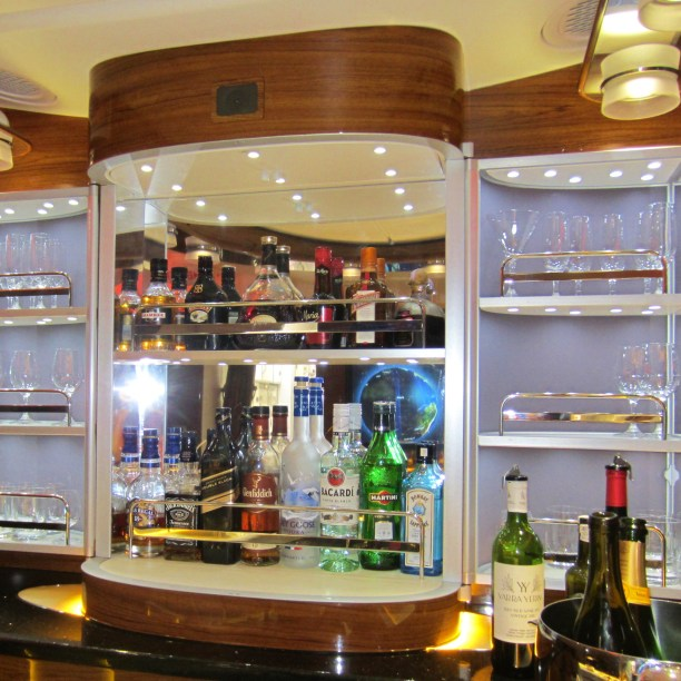emirates-a380-business-bar-3