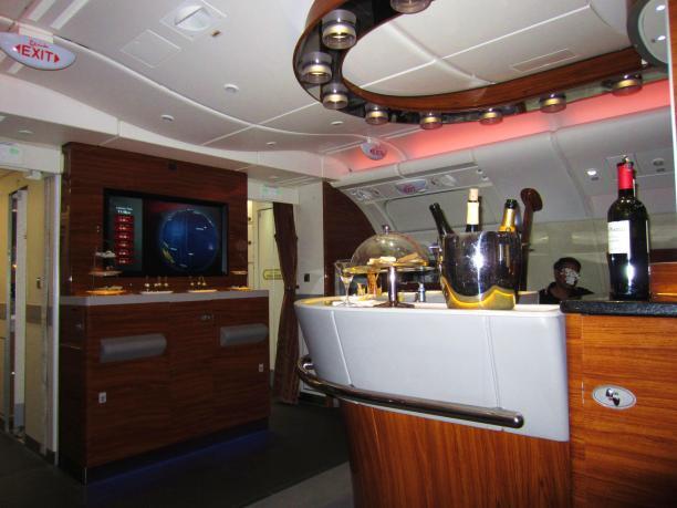 emirates-a380-business-bar-4