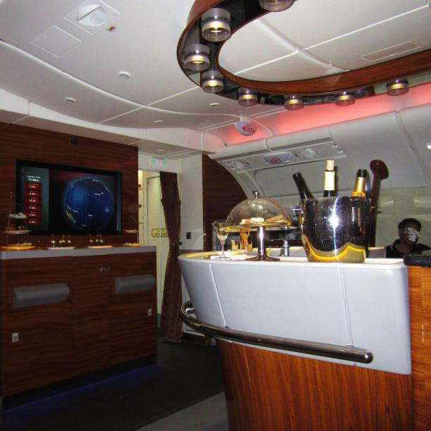emirates-a380-business-bar-4