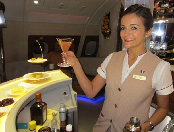 emirates-a380-business-bar-lounge
