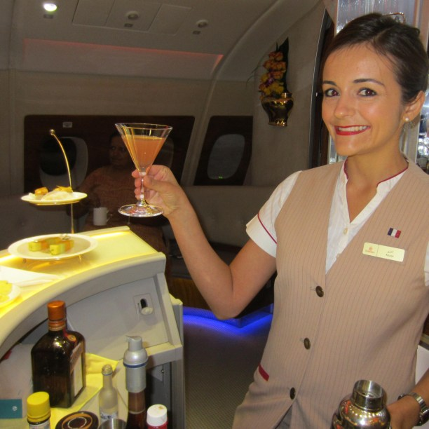 emirates-a380-business-bar-lounge