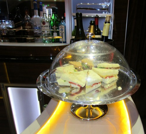 emirates-a380-business-bar-sandwhich