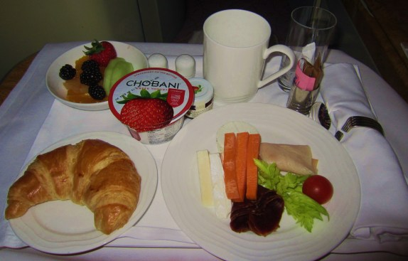 emirates-a380-business-continental-cold-plate-breakfast