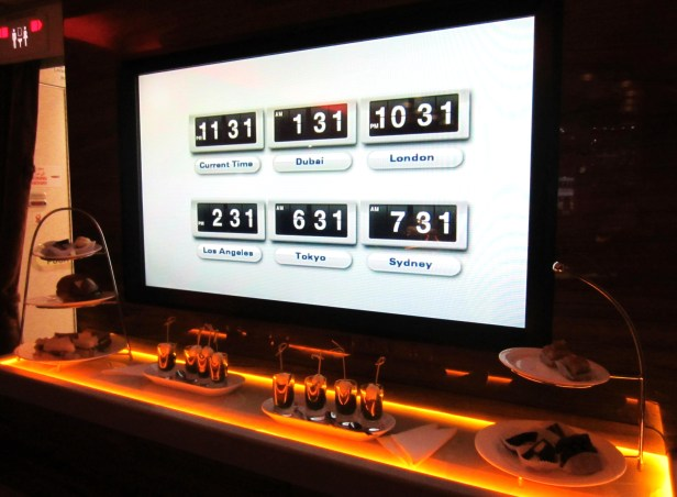 emirates-a380-lounge-worldclock