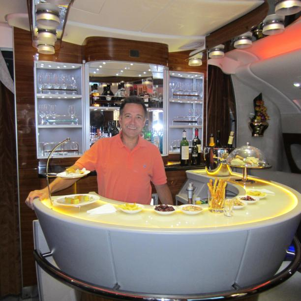 emirates-a380-paul-bar