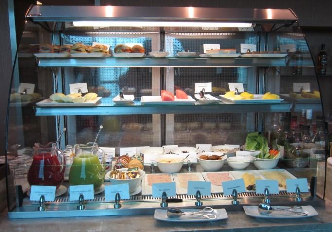 emirates-business-lounge-dubai-food