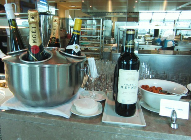 emirates-business-lounge-dubai-wine