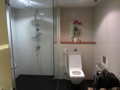 thai royal first shower