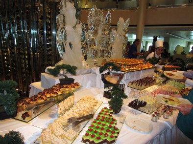 Celebrity deserts and ice sculpture